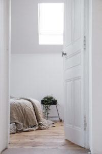 Czym kierować się podczas wyboru modnych drzwi do domu w 2020?