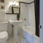 Jak małym kosztem wykonać remont łazienki w bloku z wielkiej płyty?