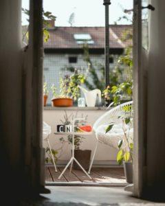 Organizacja ogrodu na balkonie z zabudową