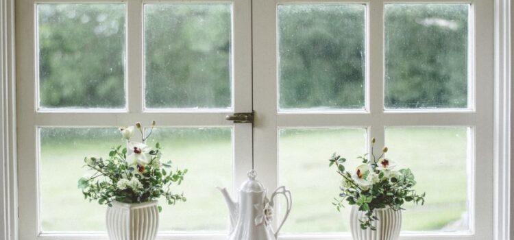 Jak zabezpieczyć dom przed upałami? Wszystko o dobrze dobranych oknach