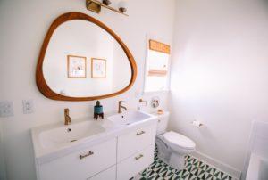 Z jakimi kosztami trzeba się liczyć planując remont łazienki w wielkiej płycie?