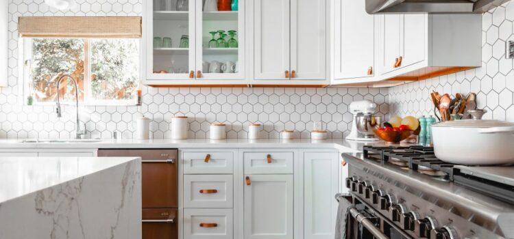 Panele winylowe – szybki i łatwy sposób na remont kuchni i łazienki